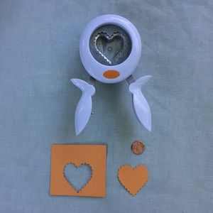 Fiskars scalloped heart easy squeeze paper punch